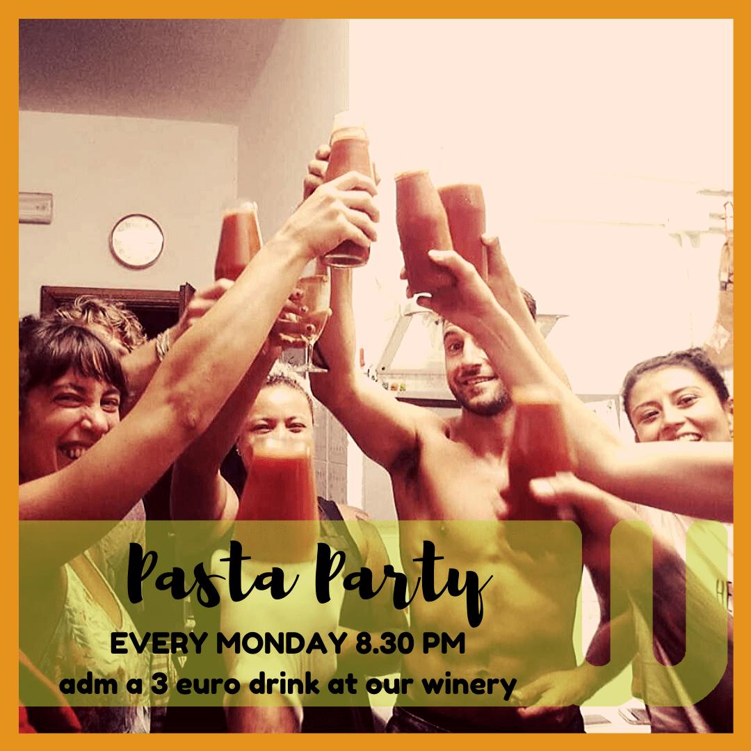 Wiki Hostel famous PASTA PARTY!